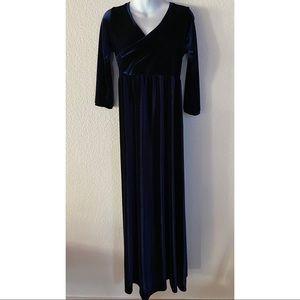 Gorgeous velvet maternity and nursing gown size S
